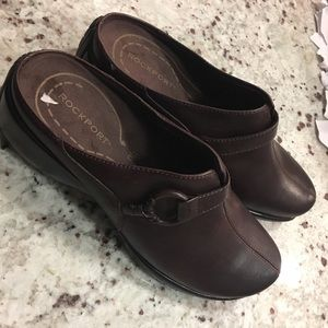 Leather rockport clogs